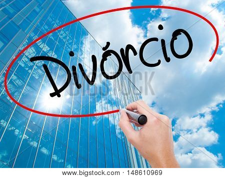 Man Hand Writing Divorcio (divorce In Portuguese) With Black Marker On Visual Screen.