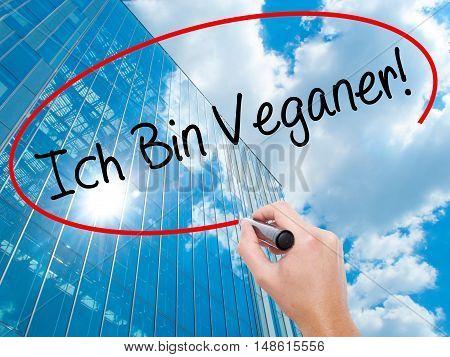 Man Hand Writing Ich Bin Veganer! (im Vegetarian In German) With Black Marker On Visual Screen