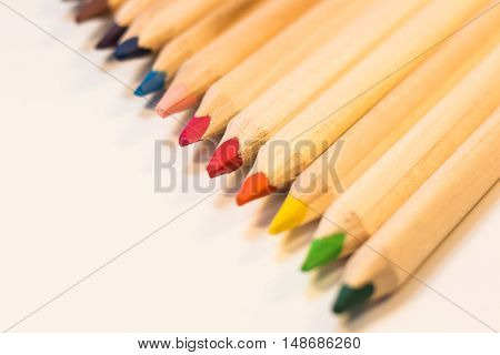 Crayons with different colors lined up in diagonal