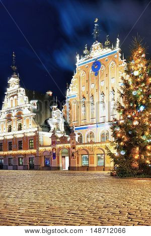 Christmas Tree And House Of The Blackheads In Riga