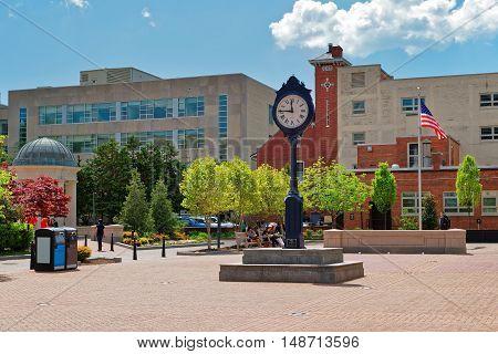 Clock In Kogan Plaza In Washington University Campus