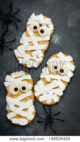 Creative idea for Halloween food - mummy cracker cookies in icing with chocolate eyes