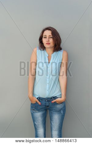 Beautiful young girl posing with his hands in his pockets.