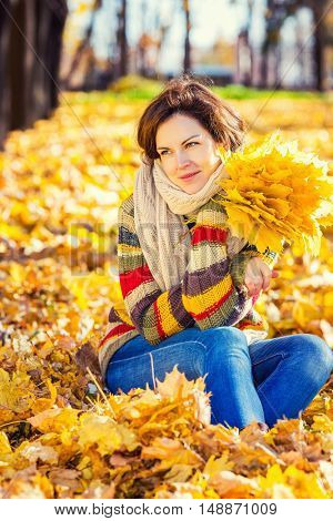 Young smiling woman in sunny autumn park