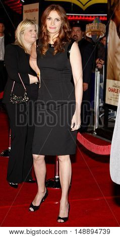 Julia Roberts at the World premiere of 'Charlie Wilson's War' held at the Universal Studios in Hollywood, USA on December 10, 2007.