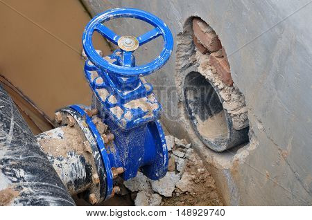 The construction process of node to connect cold water supply. The pipe with a valve.