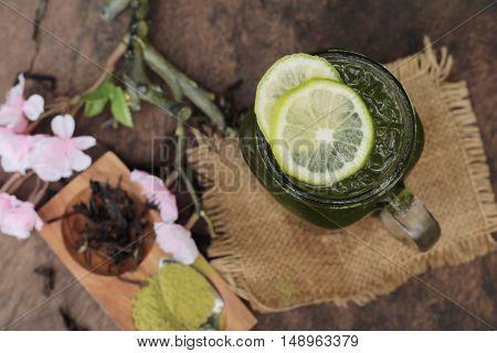 Iced green tea with lemon and matcha tea powder