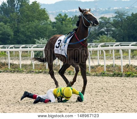 Unsuccessful start horse racing