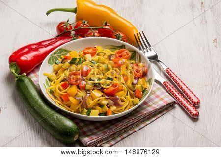 spaghetti with fresh tomatoes capsicum and zucchinis
