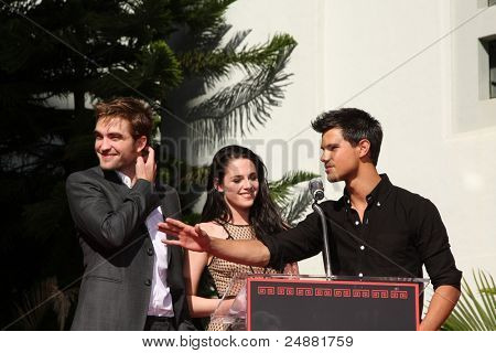 LOS ANGELES - NOV 3:  Robert Pattinson, Taylor Lautner, Kristen Stewart, at their Handprint and Footprint Ceremony at Grauman's Chinese Theater on November 3, 2011 in Los Angeles, CA