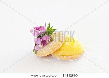Shortbread Biscuit With Lemon Curd
