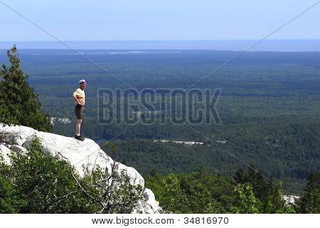 Homem, com vista para Killarney Provincial Park