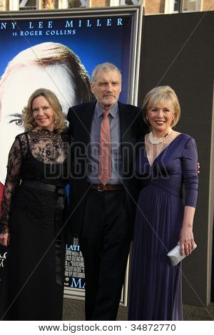LOS ANGELES - MAY 7: Lara Parker, David Selby, Kathryn Leigh Scott  at the premiere of WB Pictures' 'Dark Shadows' at Grauman's Chinese Theater on May 7, 2012 in Los Angeles, California