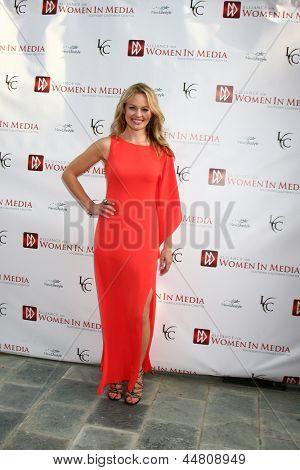 LOS ANGELES - APR 23: Erica Olsen kommt bei den 2013 Genii Awards, präsentiert von der Aliance für Wom
