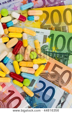 euro banknotes and pills, symbol photo for costs of medications and health insurance.