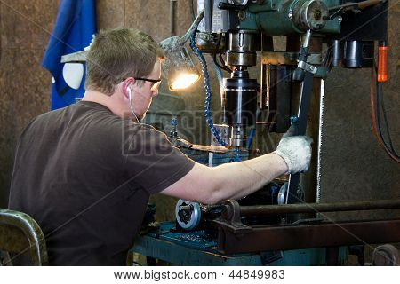 Machinist Taping Threads