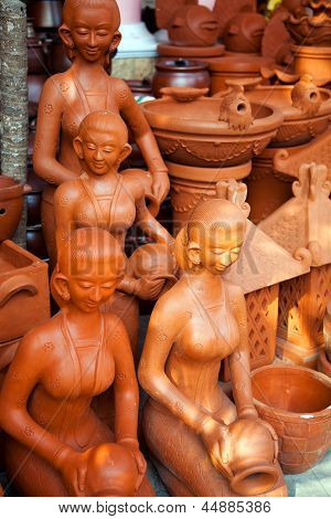 Souvenir clay sculpture