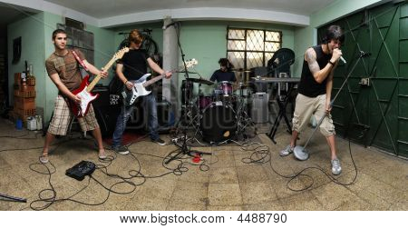 Rockband auf garage