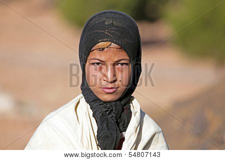 SAHARA DESERT, MOROCCO 19 OCTOBER 2013: Young nomad woman in the Sahara desert, Morocco. Nomadic tribes living in the desert with a traditional lifestyle as a hundred years ago.