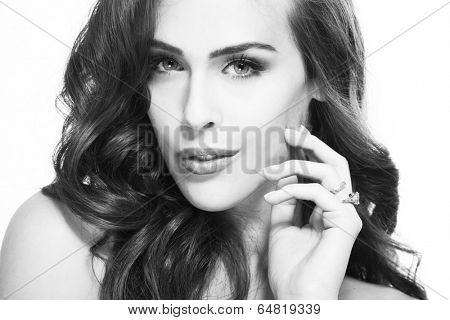 bw portrait of beautiful woman