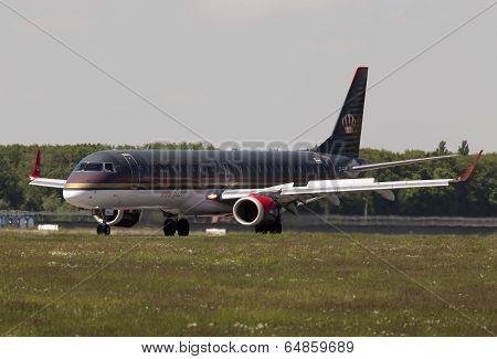 Landing Royal Jordanian Embraer ERJ-195AR aircraft