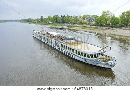 River Cruise Ship MS Swiss Ruby