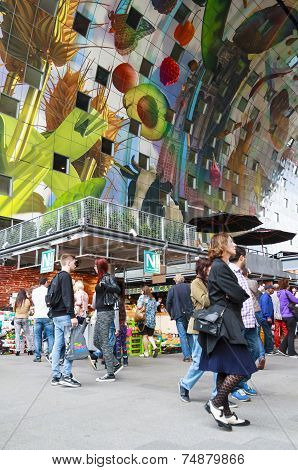 Shoppers In The New Markthal
