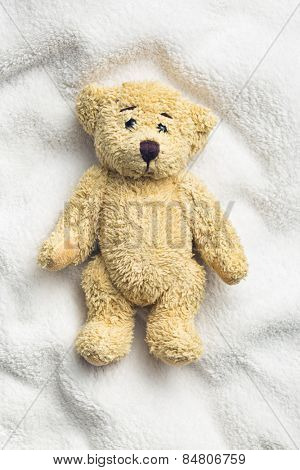 teddy bear on white pillow