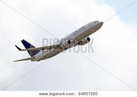 United Airlines Boeing 737-824