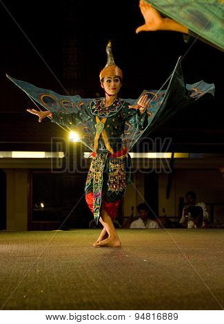 Traditional Cambodian Apsara dance featuring sole dancer