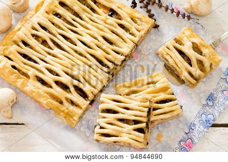 Puff pastry pie with chicken and mushrooms