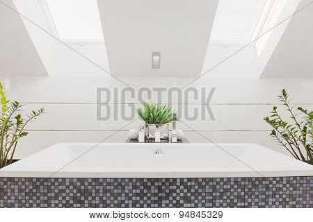 Huge Bathtub In Modern Bathroom