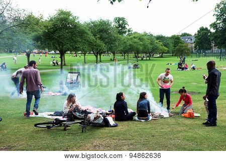 People picnic on park