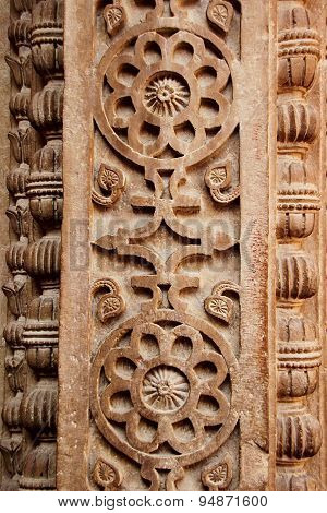 Floral Carving On Pillar