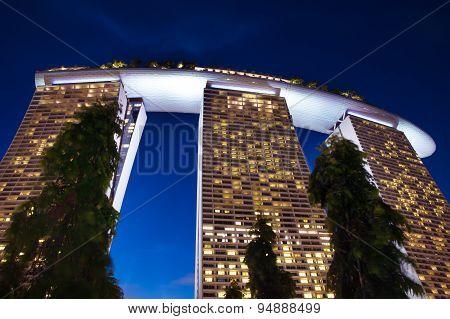 : Marina Bay Sands Hotel and Casino buinding at night