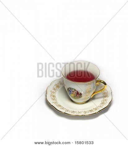 Isoliert Tasse Tee auf weißem Hintergrund
