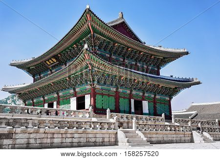 Throne Hall And People At The Gyeongbokgung Palace In Seoul