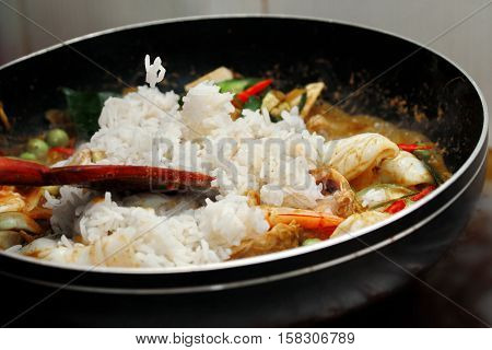 Cooking ,fried Jasmine Rice In Green Curry With Mixed Meat.