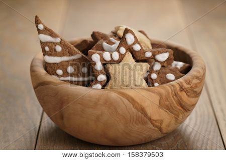 chrismas chocolate cookies in wooden bowl on oak table, holliday dessert