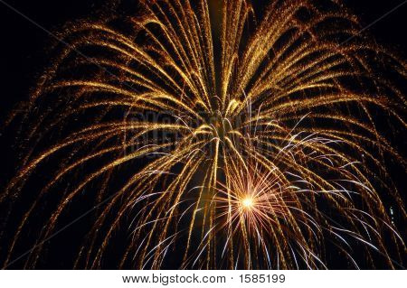 GOLDEN GLOW AT JULY FIREWORKS EVENT IN