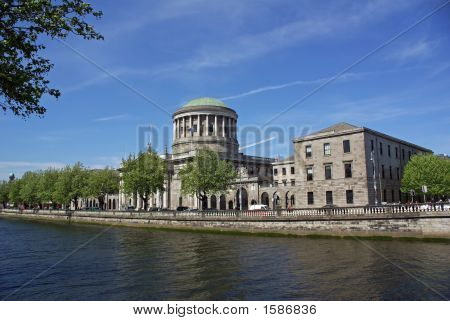 Four Courts Across The Liffey