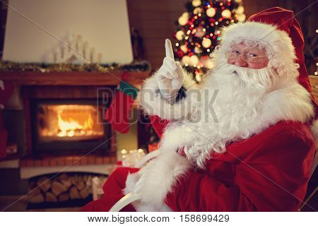 Real Santa Claus threaten children to be obedient, gesture with finger