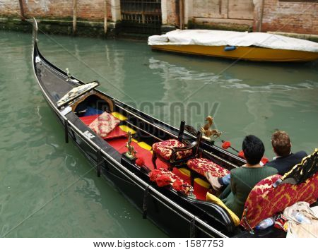 Paar in der venezianischen Gondeln