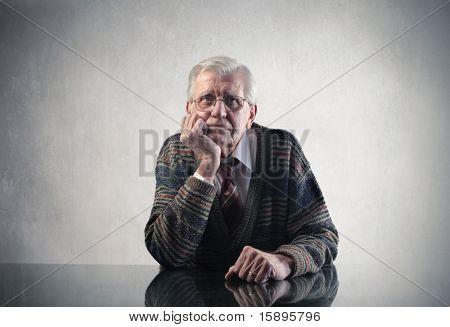 Traurig Alter Mann