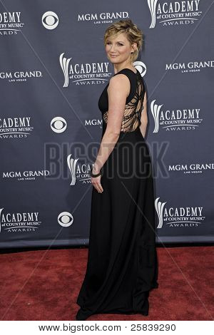 LAS VEGAS - APRIL 3 - Jennifer Nettles of Sugarland attends the 46th Annual Academy of Country Music Awards in Las Vegas, Nevada on April 3, 2011.