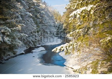 New Hampshire Snow & Creek