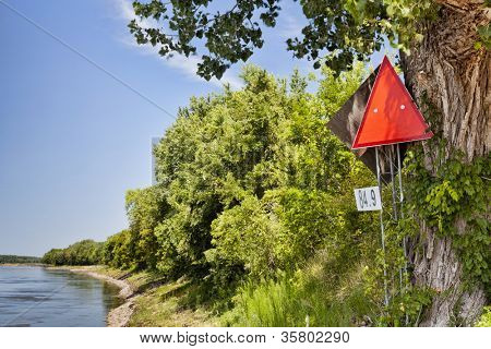 red navigational sign and mileage on left shore of Missouri River