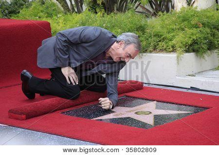 LOS ANGELES - 10: Neil Diamond em uma cerimônia honrando Neil Diamond com a estrela de 2,475th sobre o