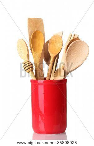utensilios de cocina de madera en Copa aislado en blanco