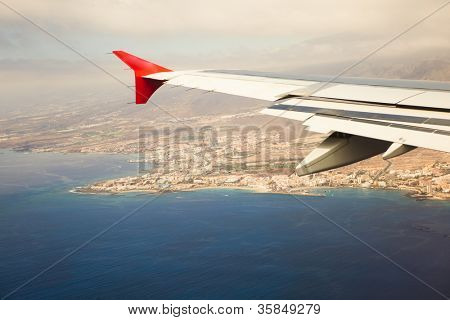 wing of airplane, island approach